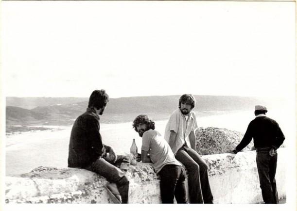 José Joaquín, Carlos y el autor en O Sitio, encima de Nazaré y cerca de North Canyon  o Praia Norte. Foto: Marcos Villanueva